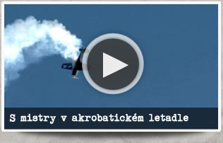 S mistry v akrobatickém letadle